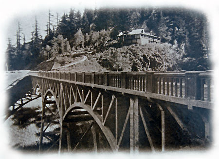 Today's wayside is located at the east end of the Latourell Bridge, where the Falls Chalet roadhouse once stood in 1914 (shown here)