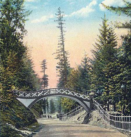 The old footbridge over the highway was located just east of Latourell Creek