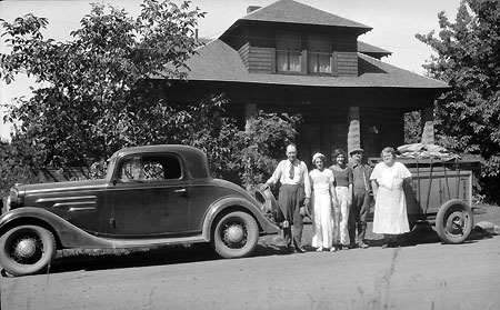 The Day family ready to go camping in 1938 (Source: Hood River History)