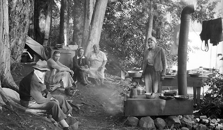 Camping in style at Lost Lake in 1938 (Source: Hood River History)