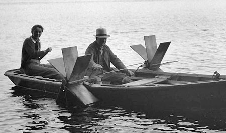 A two man paddleboat? (Source: Hood River History)