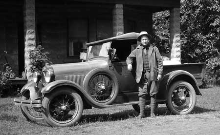 Alva Day with his Pacific Power company car in 1929 (Source: Hood River History)