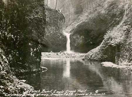This fascinating 1920s postcard features hikers standing on the cliff above the falls and a huge gravel bar that has since disappeared