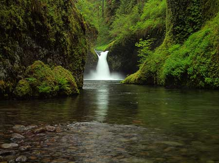 "The ""classic"" view of Punch Bowl Falls that photographers from around the world come to capture"
