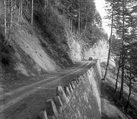 Basalt blocks serve as a tall curb on several sections of highway to mark the edge of the roadway