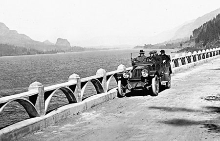 Capped arch design on the East Multnomah viaduct (Beacon Rock in the background)