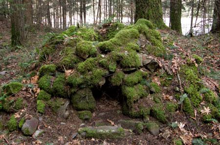 Italian stonemasons likely built the cobble ovens that survive near Warren Creek
