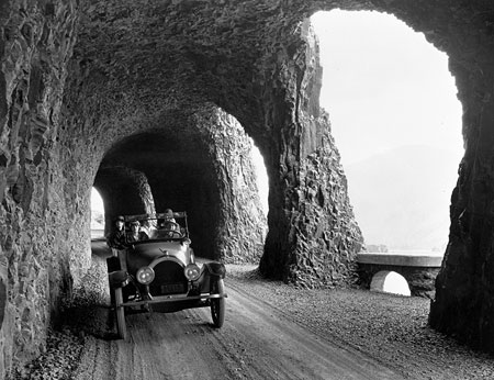 The original Mitchell Point Tunnel as it appeared around 1920. The tunnel was destroyed to make way for freeway widening in 1966