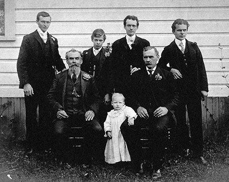 George Shepperd's family in about 1892, shortly after he and Matilda had divorced (Photo courtesy Rosemary Guttridge)