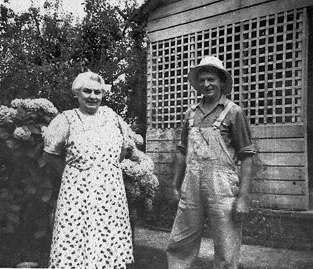 George G. and Emma Shepperd at the Shepperd farm in 1942 (Photo courtesy Rosemary Guttridge)