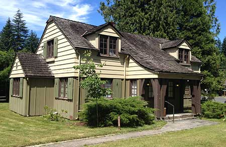 The original Zigzag Ranger Station was built by the CCC in 1935