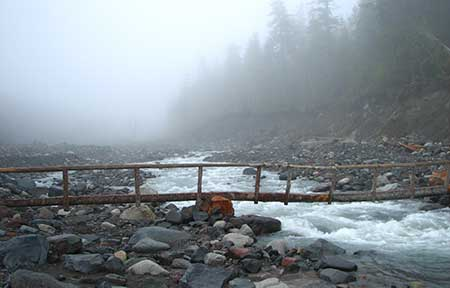 Wonderland Trail bridge across the Nisqually River in Mount Rainier National Park (Wikimedia)