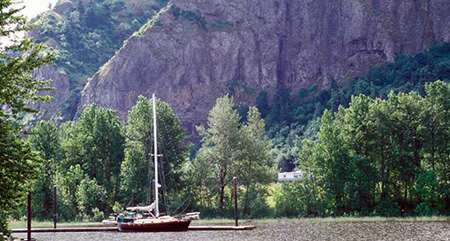 The boat docks in the remnant of Echo Bay that still survives north of the highway, below Rooster Rock (the cliffs of Crown Point are in the background; photo Oregon State Pqrks).